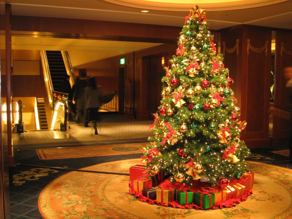 Christmas Tree Decorations Lights HD Wallpaper