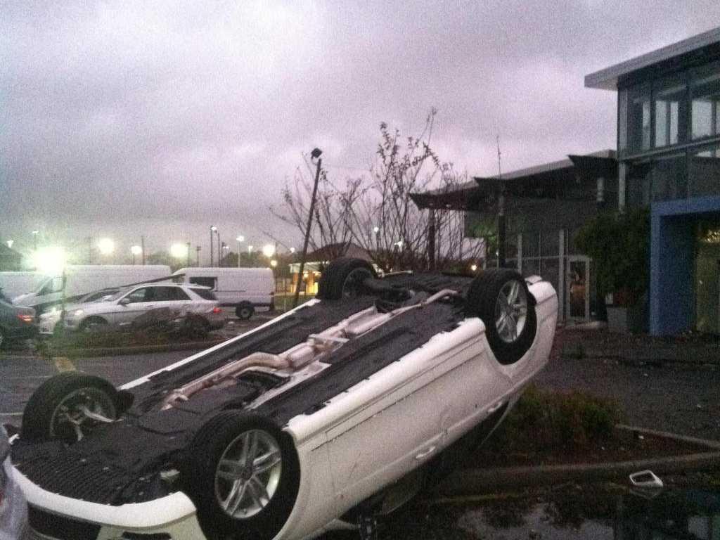 watch a tornado rip through an Alabama Walgreen on Christmas day