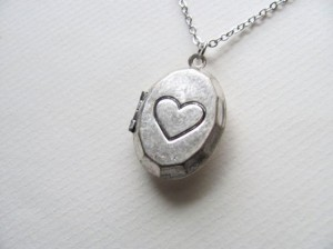 Petite Silver Oval Locket Necklace With Heart –  Valentine's Day gift