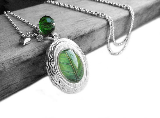 Valentine's Day Gift – Fresh Green Leaf Swarovski Peridot Green Crystal Silver Oval Locket Sterling Silver Necklac