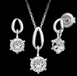 Valentine's Day Gift Jewelry Set (Necklace, Earrings) Made With Swarovski Crystal Elements