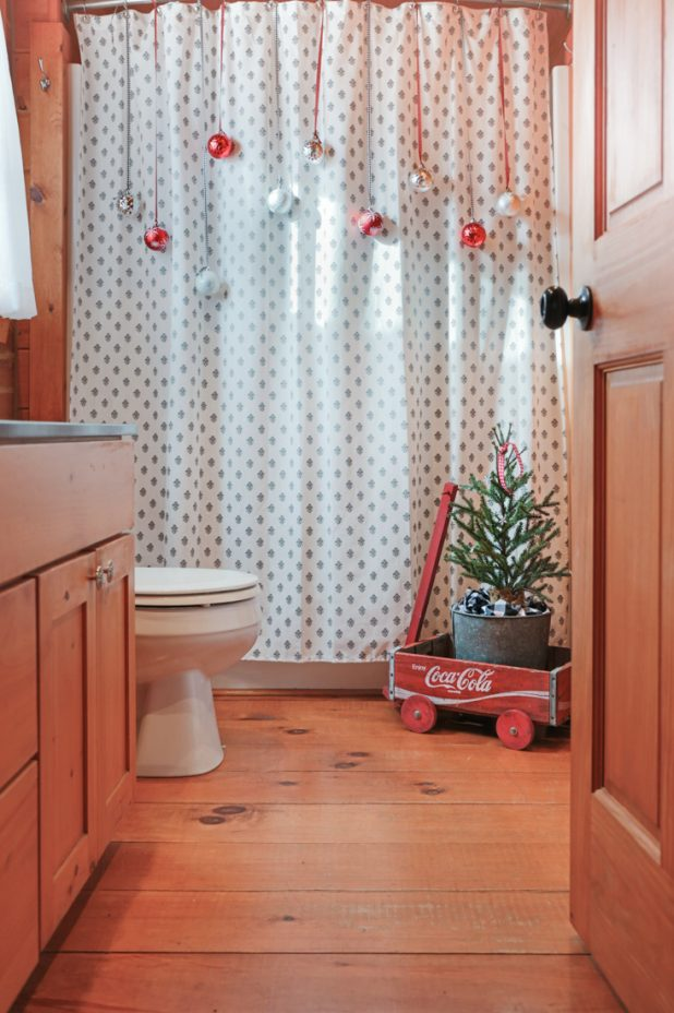 Christmas Bathroom Decorating 2018